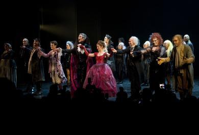Musicalszene News Noch 100 Vorstellungen Von Tanz Der Vampire